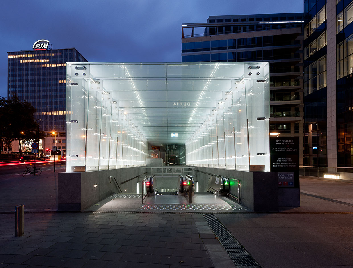 Schréder has lighting solutions for all areas of a metro station from the entrance to the platforms that ensure safety for all passengers