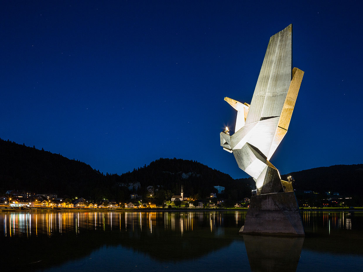 Pegasus statue on Lake Joue has its own striking identity thanks to cost-effective illumination scheme