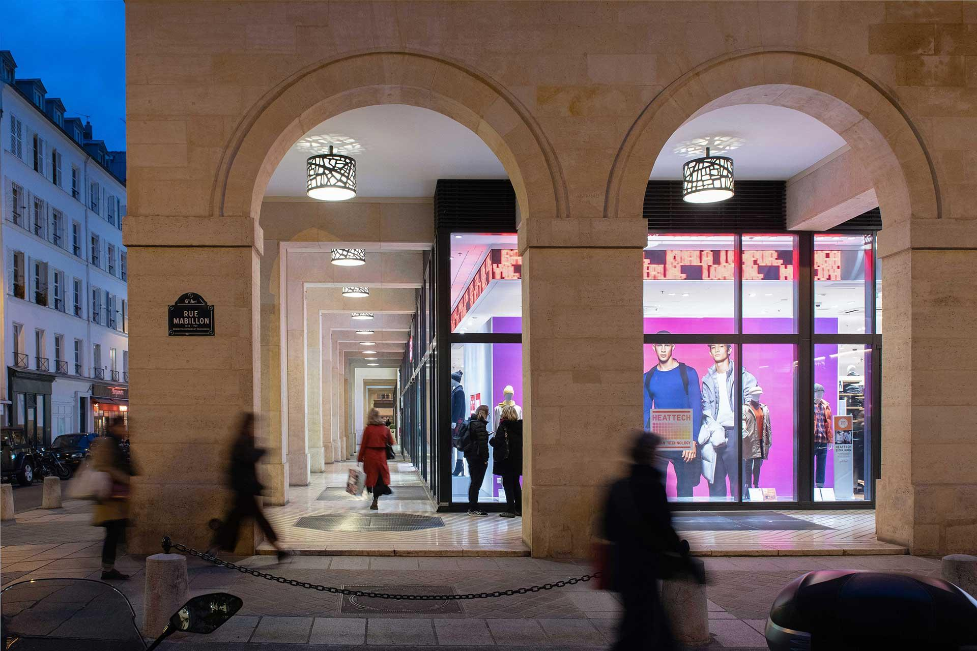 Customised luminaires fitted with warm white LEDs beckon in passer-bys with soft welcoming tones
